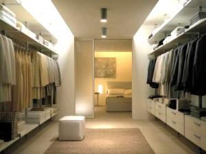 Множество причин обустроить гардеробную в своей квартире