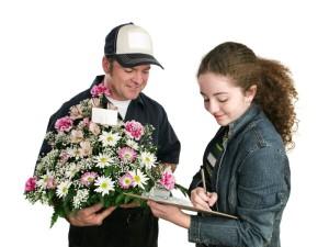 Заказ цветочных букетов на дом: особенности выбора и покупки композиции