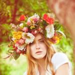 Венок из живых цветов как один из лучших летних аксессуаров