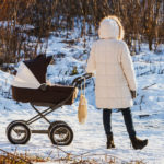 Как выбрать прогулочную коляску для зимы