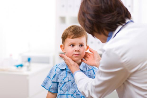 С чем обращаются к детскому эндокринологу