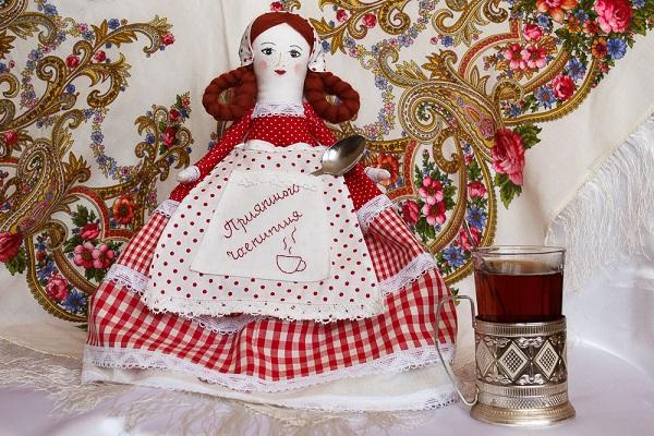 Создать куклу-грелку на чайник не сложно