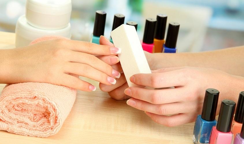 Один из самых простых и доступных способов наращивания ногтей