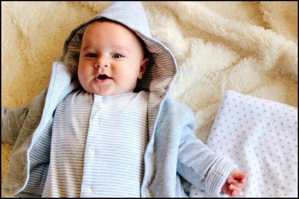 Как не ошибиться с выбором одежды для новорожденного