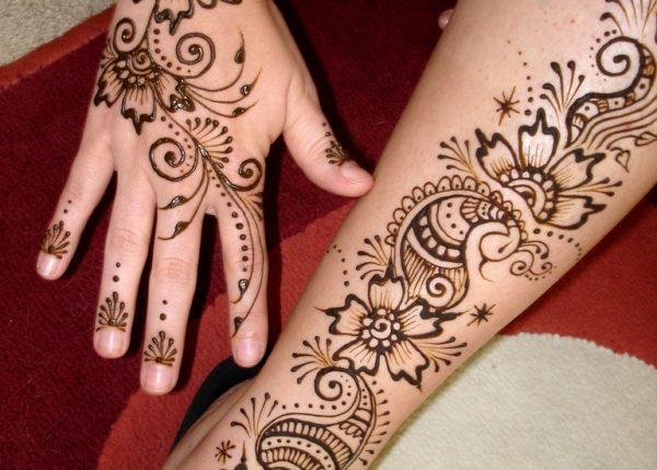 Создание временной татуировки с помощью хны