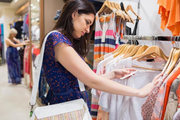 Почему стоит покупать одежду в секонд хенде?