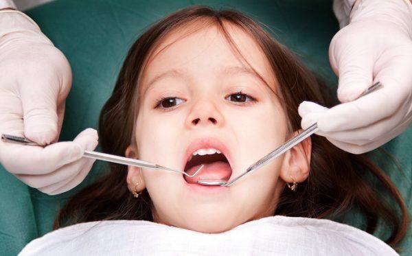 Что нужно делать если у ребенка сильно болит зуб?