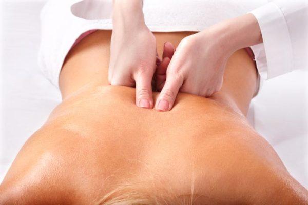 Когда назначают лечебный массаж спины